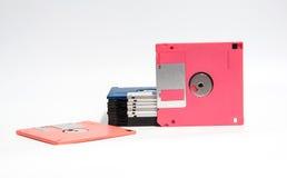 Oude diskette gezet op witte achtergrond Stock Foto