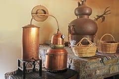 Oude distillatieapparaten stock afbeeldingen