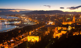 Oude districten in Malaga met Kathedraal in dageraad Stock Foto's