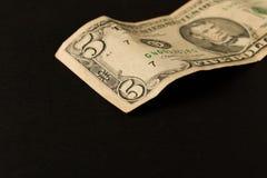 Oude 5 dollarrekening op donkere achtergrond Sluit omhoog Het concept besparingsgeld stock foto