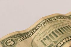 Oude 5 dollarrekening op een witte achtergrond Sluit omhoog Het concept besparingsgeld royalty-vrije stock foto's