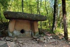 Oude dolmen in de Kaukasus royalty-vrije stock afbeeldingen