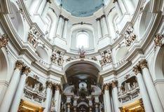 Oude Dominicaanse Kerk in Lviv, de Oekraïne Het binnenland van de oude kerk Stock Fotografie