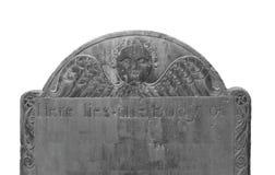 Oude donkere geïsoleerde grafsteen. Royalty-vrije Stock Afbeeldingen