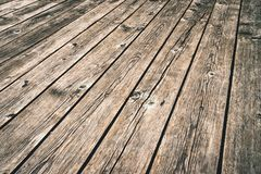 Oude donkere houten vloer in perspectief stock afbeelding