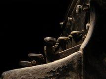 Oude donkere schrijfmachine royalty-vrije stock afbeeldingen