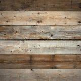 Oude donkere versleten van de schuurmuur houten vlak voorzijde als achtergrond Stock Foto