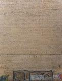 Oude doorstane bakstenen muur Royalty-vrije Stock Foto's