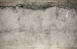 Oude doorstane concrete muurtextuur stock fotografie