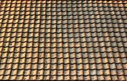 Oude doorstane het patroonachtergrond van het dakspaandak Vuil en smerig s Stock Afbeeldingen