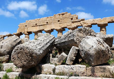 Oude Dorische Griekse tempel in Selinunte Stock Fotografie