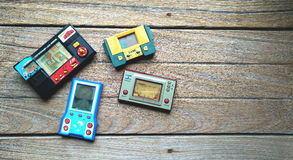 Oude draagbare spelconsole, Nintendo-spel & horlogeoctopus en oth stock afbeeldingen