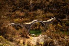 Oude drievoudige brug Stock Afbeeldingen