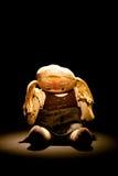 Oude droevige doekpop met vleklicht Royalty-vrije Stock Foto's