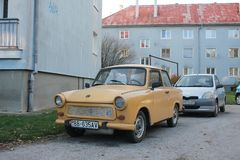 Oude Duitse auto Trabant in Slowakije stock foto