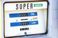 Oude Duitse benzinepomp Royalty-vrije Stock Afbeeldingen