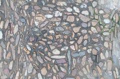 Oude echte textuur als achtergrond met stenen en wat gras Royalty-vrije Stock Fotografie