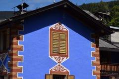 Oude en antieke deur, vensters en terraspastelkleur Royalty-vrije Stock Afbeelding