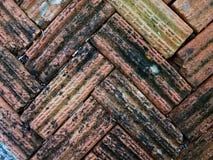 Oude en bevlekte bruine baksteentegels Stock Foto's