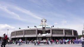Oude en Moderne Basiliek van Onze Mary van Guadalupe, Mexico-City stock video