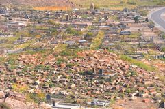 Oude en nieuwe begraafplaats dichtbij het klooster van Khor Virap armenië Stock Afbeeldingen