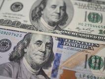 Oude en nieuwe de close-up hoogste mening van het 100 dollarbankbiljet stock foto's