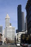 Oude en nieuwe oriëntatiepunten van Seattle van de binnenstad Stock Fotografie