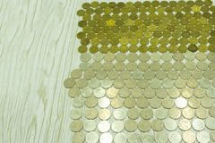 Oude en roestige Russische muntstukken Verspreide muntstukken op volledig-kaderachtergrond stock afbeeldingen