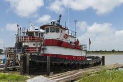 Oude en roestige sleepboot bij Meer Charles, Louisiane, de V.S. stock afbeeldingen