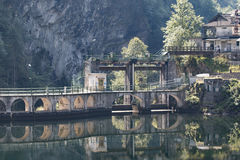 Oude en rustieke dam (Rimasco, Piemonte) Stock Foto