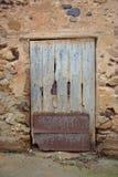Oude en uitstekende houten deur Royalty-vrije Stock Afbeeldingen