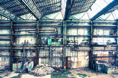 Oude en verlaten concrete gebouwen Royalty-vrije Stock Afbeeldingen