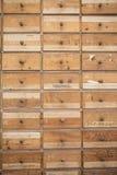 Oude en Versleten Veelvoudige Houten Laden met Aantallen stock foto's