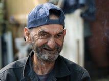 Oude en vuile dakloze mens royalty-vrije stock fotografie