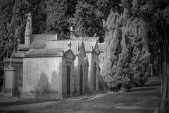 Oude Europese begraafplaatsstraat stock afbeelding