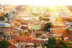 Oude Europese stad in de zonsondergang Royalty-vrije Stock Fotografie