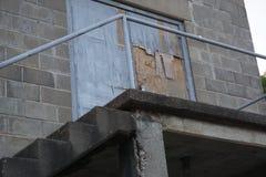 Oude fabrieksdeur Stock Afbeeldingen