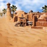 Oude fantasie Aziatische stad in de woestijn Stock Afbeeldingen