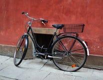 Oude fiets Stock Afbeeldingen
