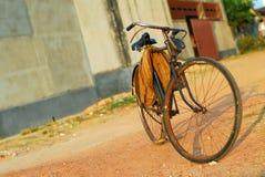 Oude fiets stock fotografie