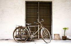 Oude fiets in Azië Royalty-vrije Stock Foto's