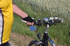 oude fiets en fietser royalty-vrije stock fotografie