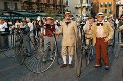 Oude fietsen stock afbeelding