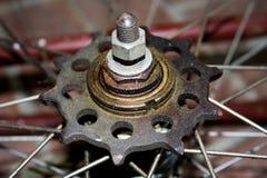 Oude fietsreparatie Stock Afbeelding