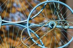 Oude fietswielen en ketting Royalty-vrije Stock Afbeeldingen