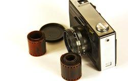 Oude filmcamera en fotografische film Royalty-vrije Stock Afbeeldingen
