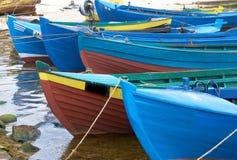 Oude fishermansboten op water Stock Afbeelding