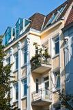 Oude flatgebouwen Stock Afbeeldingen