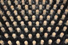 Oude flessen van wijnstok stock foto's