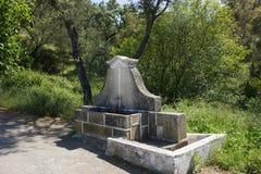 Oude fontain aan de kant op een oude weg in Beira Baixa provincie, Castelo Branco, Portugal Royalty-vrije Stock Foto
